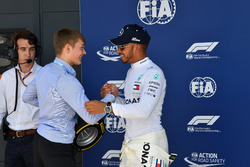Lewis Hamilton, Mercedes-AMG F1 receives the Pirelli Pole Position Award from Billy Monger