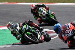 Jonathan Rea, Kawasaki Racing, Marco Melandri, Aruba.it Racing-Ducati SBK Team running wide