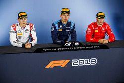 Conférence de presse : le vainqueur Alexander Albon, DAMS, le deuxième, George Russell, ART Grand Prix, le troisième, Antonio Fuoco, Charouz Racing System