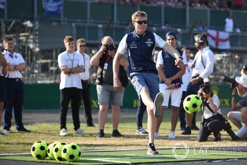 Sergey Sirotkin, Williams joue au football