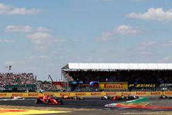 Sebastian Vettel, Ferrari SF71H lidera a Lewis Hamilton, Mercedes-AMG F1 W09 que gira