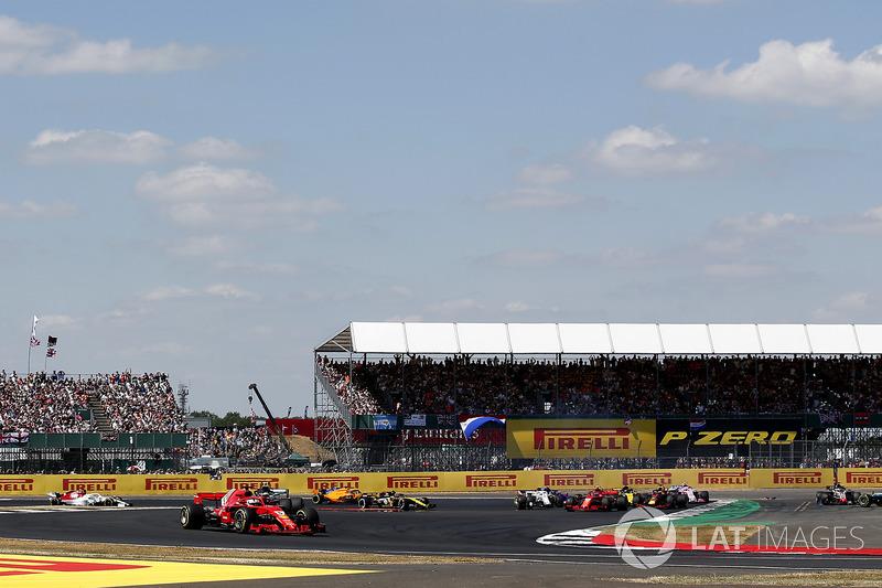Sebastian Vettel, Ferrari SF71H, Lewis Hamilton, Mercedes-AMG F1 W09 spin atıyor