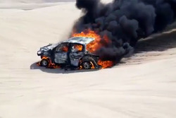 Пожар: Алисия Рейна и Карлос Данте Пелайо, Pasion Rally, Toyota Hilux (№373)