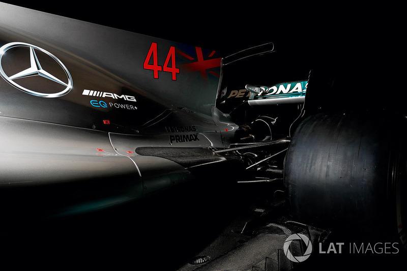 На машинах Ф1 появились «плавники» и Т-крылья
