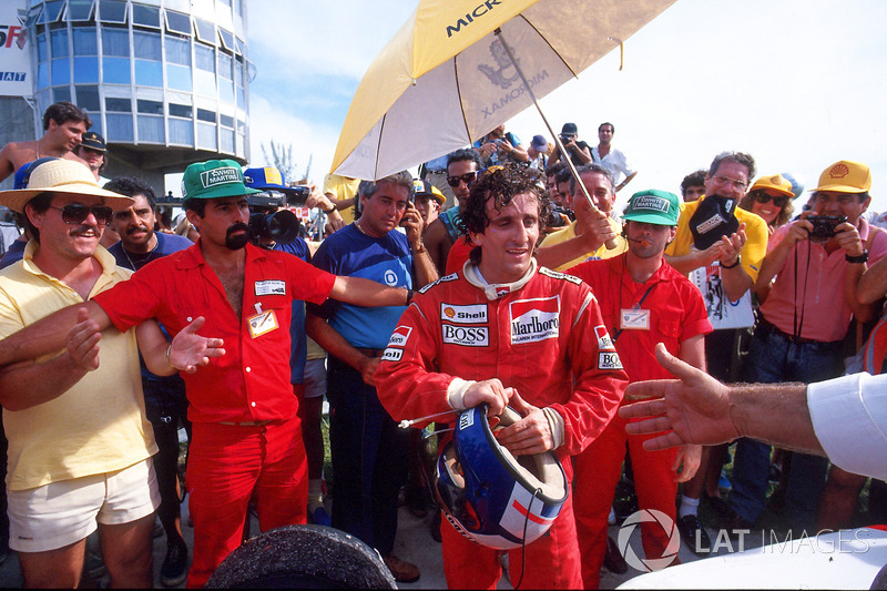 Race winner Alain Prost, McLaren MP4/3