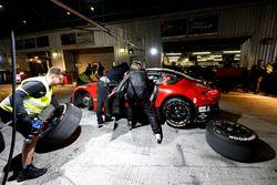 Pit stop, #3 Black Falcon Mercedes-AMG GT3: Khaled Al Qubaisi, Jeroen Bleekemolen, Luca Stolz, Manuel Metzger
