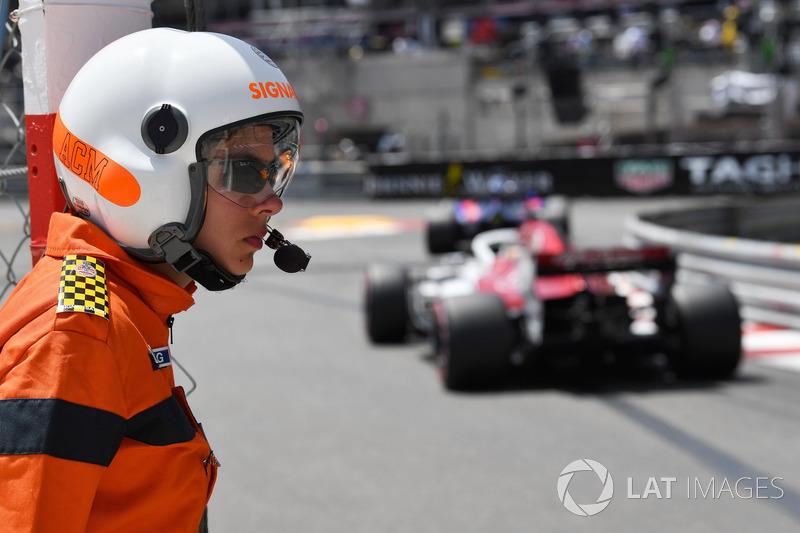 Marcus Ericsson, Sauber C37 and marshal
