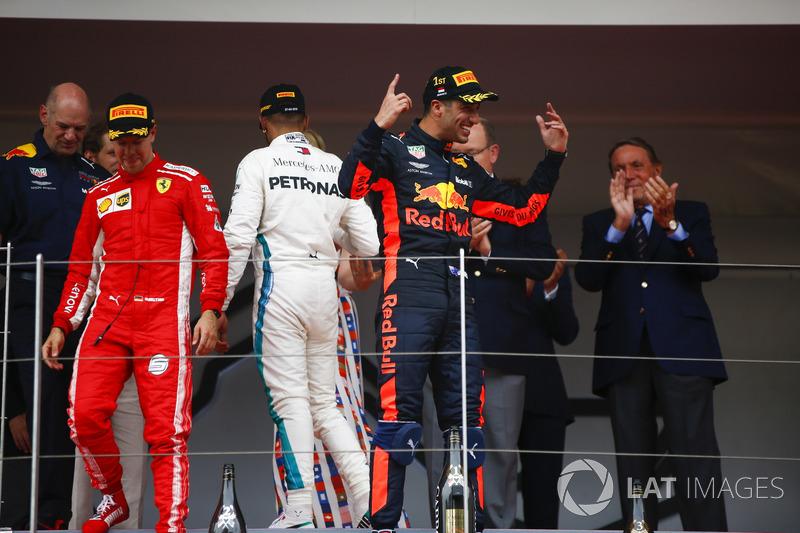 Daniel Ricciardo, Red Bull Racing, celebrates victory on the podium ahead of Adrian Newey, Chief Technical Officer, Red Bull Racing, Lewis Hamilton, Mercedes AMG F1 and Sebastian Vettel, Ferrari