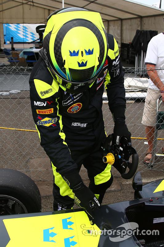 Ganador de carrera Linus Lundqvist, Double R