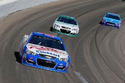 A.J. Allmendinger, JTG Daugherty Racing Chevrolet y Kasey Kahne, Hendrick Motorsports Chevrolet