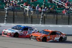 Крис Бушер, JTG Daugherty Racing Chevrolet и Даниэль Суарес, Joe Gibbs Racing Toyota