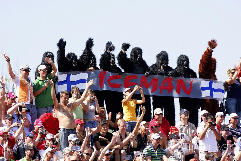 Fans dressed in Gorilla suits cheer on Kimi Raikkonen, Ferrari F2007, the Iceman