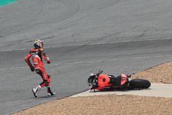 Chaz Davies, Aruba.it Racing-Ducati SBK Team dopo la caduta