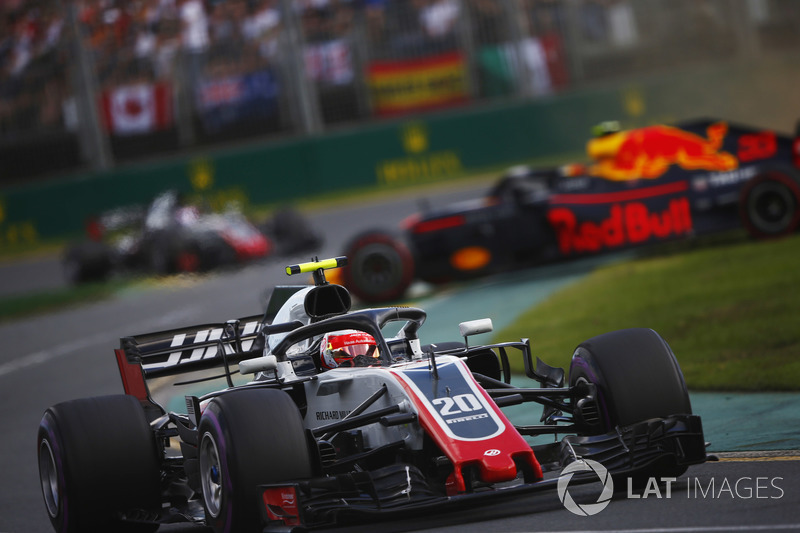 Kevin Magnussen, Haas F1 Team VF-18 Ferrari, et Max Verstappen, Red Bull Racing RB14 Tag Heuer en tête-à-queue