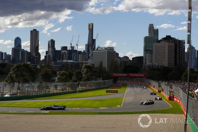 Valtteri Bottas, Mercedes AMG F1 W09, leadLance Stroll, Williams FW41 Mercedes, Marcus Ericsson, Sau