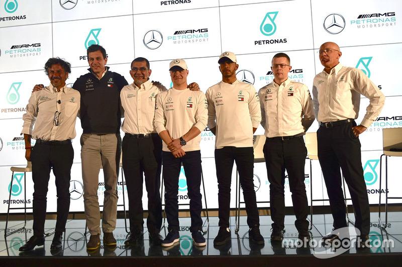 Lewis Hamilton, Mercedes-AMG F1, Valtteri Bottas, Mercedes-AMG F1, Toto Wolff, Mercedes AMG F1 Director de Motorsport