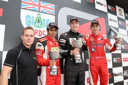 Carrera 2 Podio: Adam Carroll, Arjun Maini, Lanan Racingm Chris Middlehurst, MGR Motorsport y Georg