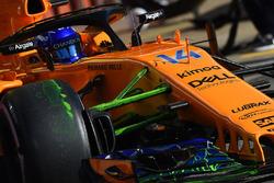 Fernando Alonso, McLaren MCL33, z farbą aerodynamiczną na przednim zawieszeniu