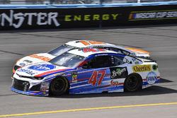 A.J. Allmendinger, JTG Daugherty Racing, Chevrolet Camaro Click n' Close e Ryan Blaney, Team Penske, Ford Fusion Devilbiss
