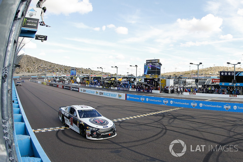 Kevin Harvick, Stewart-Haas Racing, Ford Fusion Jimmy John's takes the checkered flag
