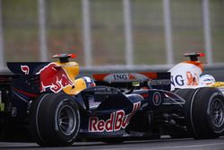 Fernando Alonso, Renault F1 Team R28 ve David Coulthard, Red Bull Racing RB4