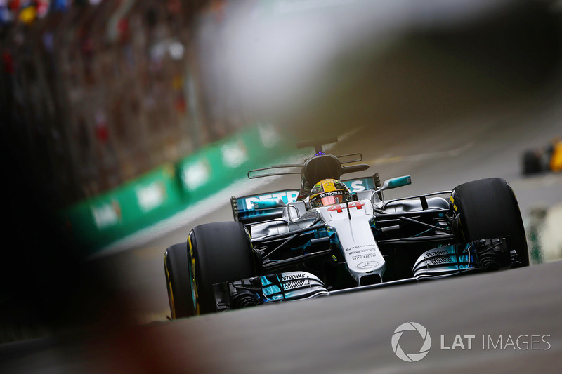 Lewis Hamilton, Mercedes AMG F1 W08, en pit lane