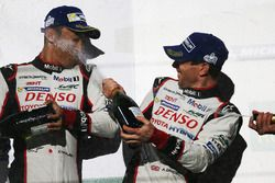 Podyum: Yarış galibi Sébastien Buemi, Anthony Davidson, Toyota Gazoo Racing