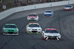 Erik Jones, Furniture Row Racing Toyota, Chase Elliott, Hendrick Motorsports Chevrolet, Jeffrey Earn