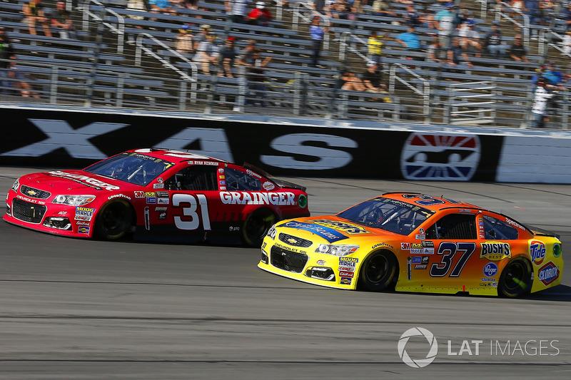 Ryan Newman, Richard Childress Racing Chevrolet, Chris Buescher, JTG Daugherty Racing Chevrolet