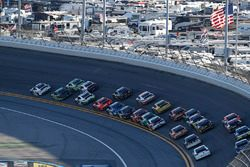 Joey Logano, Team Penske, Fitzgerald Glider Kits Ford Mustang, Kyle Larson, Chip Ganassi Racing, DC