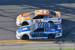 Alex Bowman, Hendrick Motorsports Chevrolet Camaro, Paul Menard, Wood Brothers Racing Ford Fusion