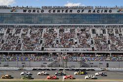 Daniel Hemric, Richard Childress Racing, South Point Hotel & Casino Chevrolet Camaro e Joey Logano,