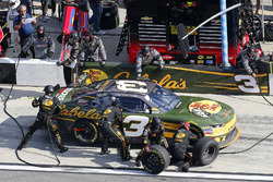 Austin Dillon, Richard Childress Racing, Bass Pro Shops / Cabela's Chevrolet Camaro pit stop