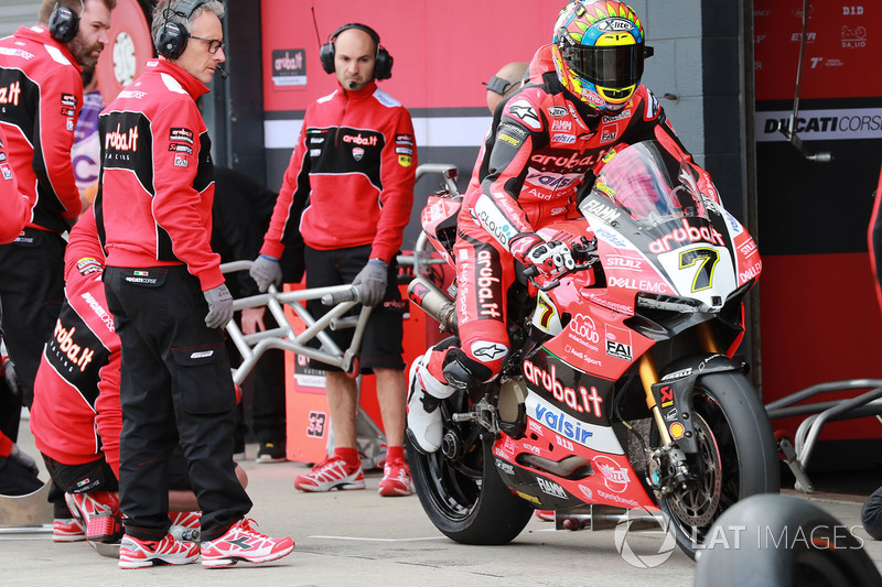 Chaz Davies, Aruba.it Racing-Ducati SBK TeamPirelli tyre change