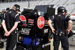 Kyle Benjamin, Joe Gibbs Racing, Peak Antifreeze & Coolant Toyota Camry crew