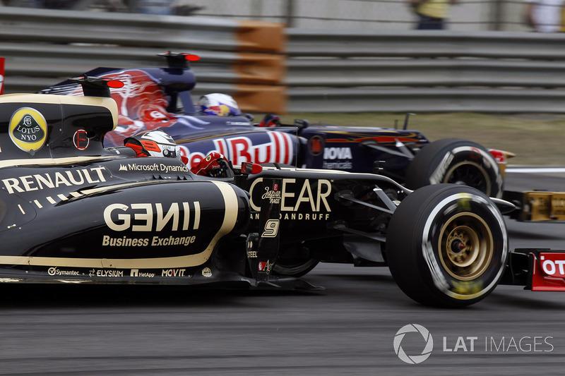 Kimi Raikkonen, Lotus E20 Renault, attempts to pass Daniel Ricciardo, Toro Rosso STR7 Ferrari