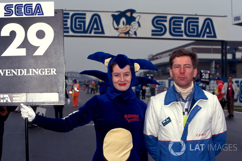 Sega Sonic girl avec Peter Minchinton