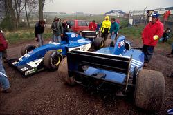 Autos von Martin Brundle, Ligier JS39, und Mark Blundell, Ligier JS39