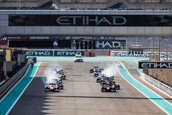 Jordan King, MP Motorsport. & Alexander Albon, ART Grand Prix. at the start