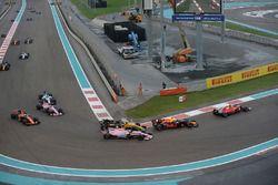 Nico Hulkenberg, Renault Sport F1 Team RS17 and Esteban Ocon, Sahara Force India VJM10 battle for po