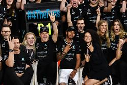 Toto Wolff, Mercedes AMG F1 Director of Motorsport, Valtteri Bottas, Mercedes AMG F1 and wife Emilia Pikkarainen, with Lewis Hamilton, Mercedes AMG F1 at the team celebrations