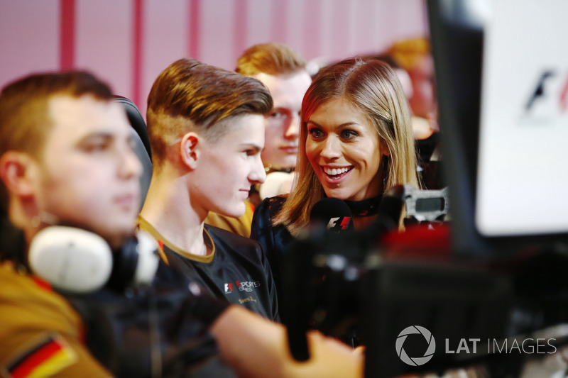 Nicki Shileds interviews the E-Sports players