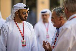 Председатель Formula One Group Чейз Кэри, шейх Мохаммед бин Зайед бин Султан Аль-Нахьян и Росс Браун