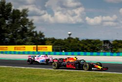 Max Verstappen, Red Bull Racing RB14, leads Sergio Perez, Force India VJM11