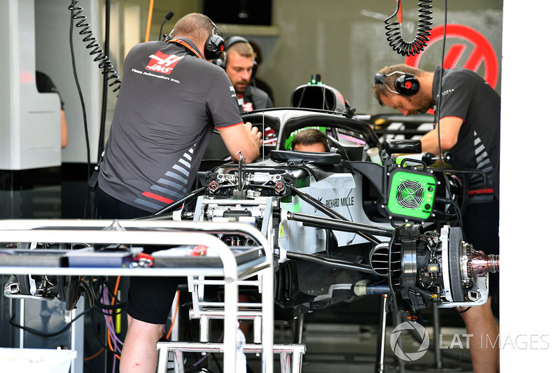 Sayap depan Haas F1 Team VF-18