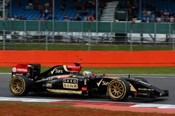 Charles Pic, Lotus E22 with 18 inch Pirelli tyres