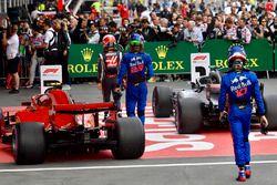 Kevin Magnussen, Haas F1, Brendon Hartley, Scuderia Toro Rosso et Pierre Gasly, Scuderia Toro Rosso, dans le parc fermé