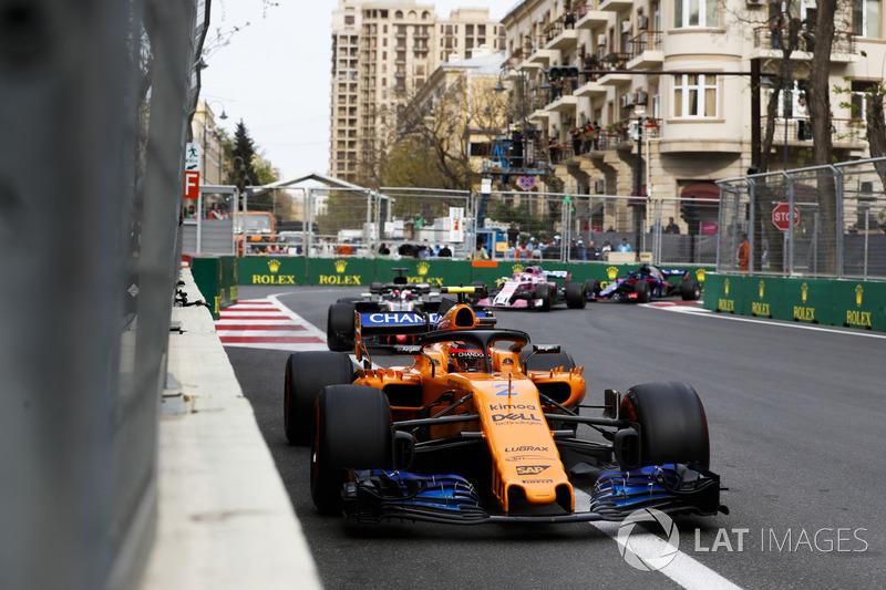 Stoffel Vandoorne, McLaren MCL33 Renault, Romain Grosjean, Haas F1 Team VF-18 Ferrari, y Sergio Perez, Force India VJM11 Mercedes