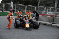 Max Verstappen, Red Bull Racing RB14 ve Daniel Ricciardo, Red Bull Racing RB14 kaza