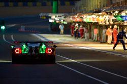 #66 Ford Chip Ganassi Racing Ford GT: Stefan Mücke, Olivier Pla, Billy Johnson, pit stop